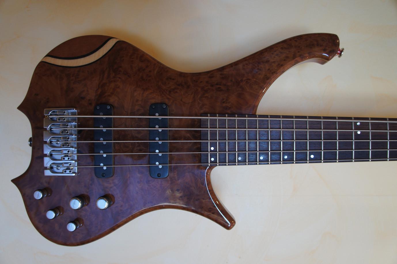 Basse de Luthier, à essayer de toute urgence !